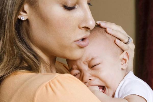 Ребенок плачет, но не понимает своих эмоций