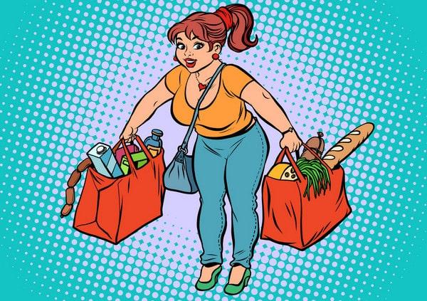 Женщина тащит тяжелые сумки